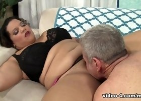 Lady Spice in Plump Seductress Lady Spice Gets Her Pussy Filled With Cock - JeffsModels