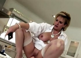 Unfaithful uk milf lady sonia shows her big tits