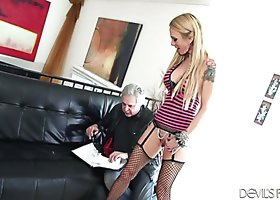 Sarah Jessie spreads legs wide and plays with cunt in front of David Christopher