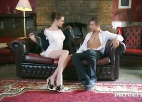 Tall and leggy temptress Karina Currie likes to be eaten out