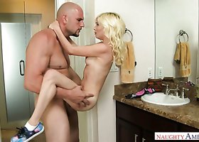 Pretty blonde gal Piper Perri gets her yoni drilled