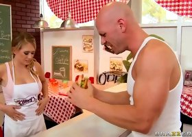 Fast sex for drop-head Kagney Linn Karter and Johnny Sins