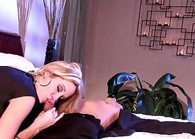 Dream blond babe Jessica Drake is getting it big